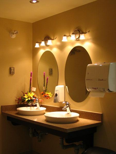 Đặt gương trong nhà tắm như thế nào là hợp lý?
