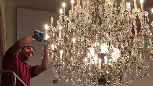 4 bước đơn giản giúp vệ sinh đèn chùm pha lê dễ dàng