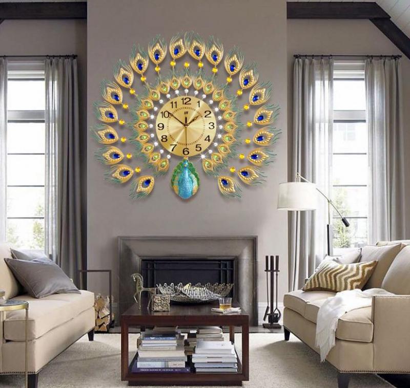 Tại sao chọn đồng hồ con công vàng treo trong nhà dịp năm mới?