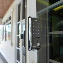 Bật mí 4 ưu điểm mọi nhà nên lựa chọn khoá vân tay cửa sắt