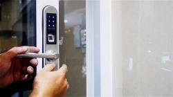 Hướng dẫn cách lắp đặt khóa cửa cảm ứng vân tay