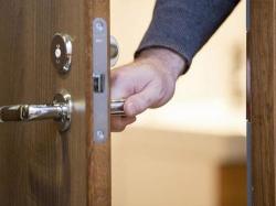 Hướng dẫn cách sửa khóa cửa tay gạt nhanh chóng, dễ dàng